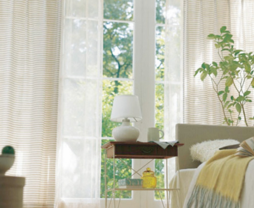 窓まわりを素敵に彩るカーテンなど、採寸やコーディネートは無料で提案し、取付工事まで格安でしています
